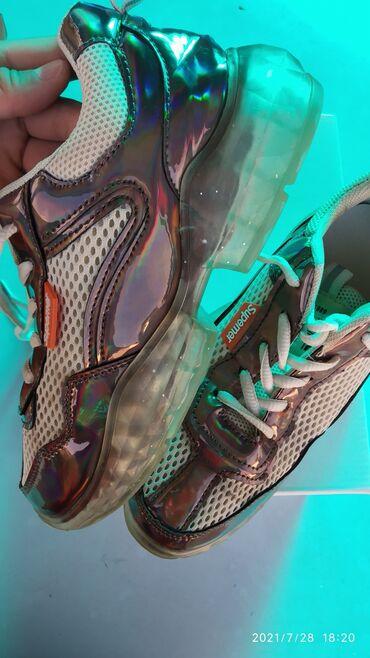 Личные вещи - Токмок: Продам кроссовки размер 37. Качество хорошее, производства Корея
