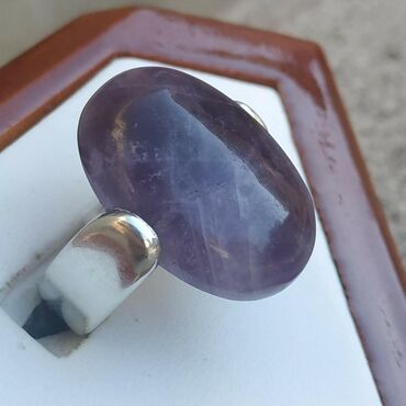 Qaşı Ametist olan gümüş üzük satılır. qiyməti: 150 manat