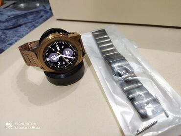 Samsung Galaxy watch 42 mm. Gold rengdir. Eyni rəngdə qolbag almisam