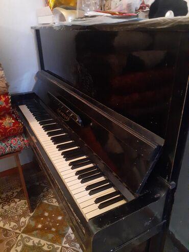 Музыкальные инструменты - Нарын: Продаю пианино Беларусь технически в отличном состоянии все настроена