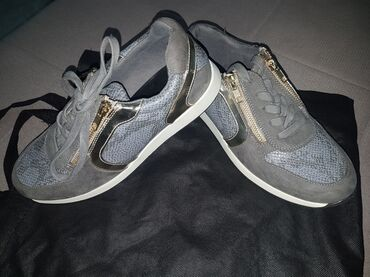 Barely used, worn only once, Lee Cooper brand