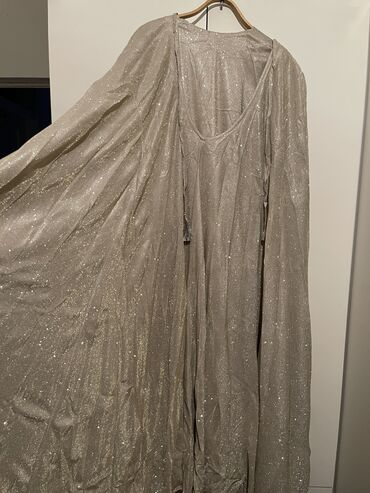 Продам нарядное платье, носила всего один раз на свадьбу. 2500 с