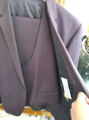 Фирменный новый костюм тройка бренд,только один раз одевал.После химч