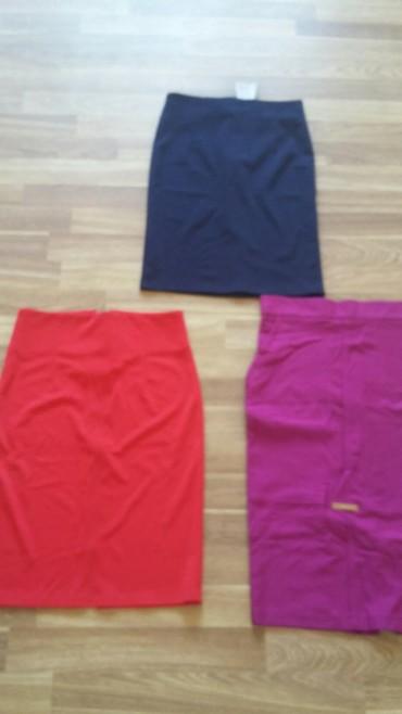 юбки из плотного трикотажа в Кыргызстан: Юбки новые тонкий трикотаж,размер M,S.Все три юбки за 200сом