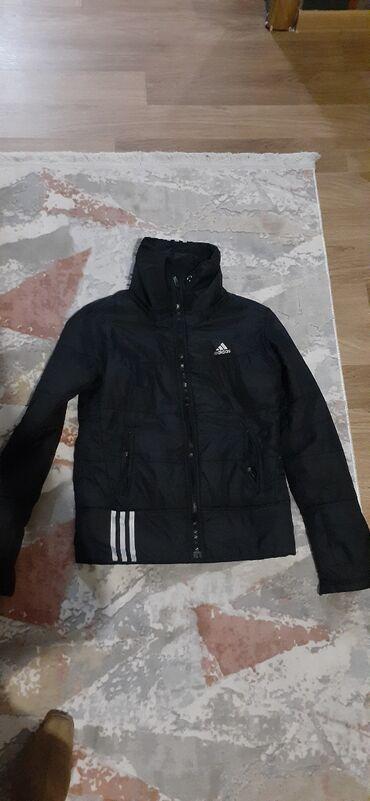 Короткая спортивная куртка, почти новая, без порчи