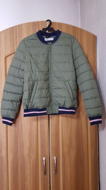 куртки для новорожденных в Кыргызстан: Куртка пуховик новая с этикеткой размер M 44-46 курточка