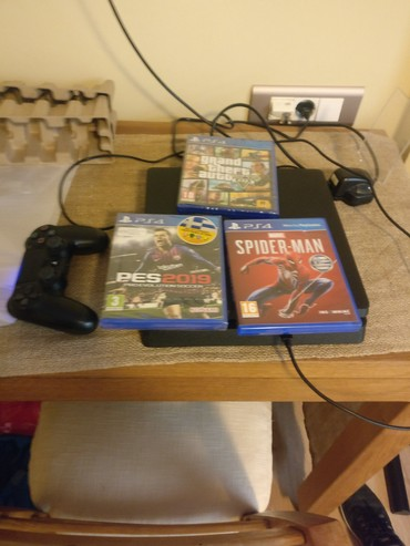 Play station 4 Console With three Games Including Spider Man, Grand σε Piraeus