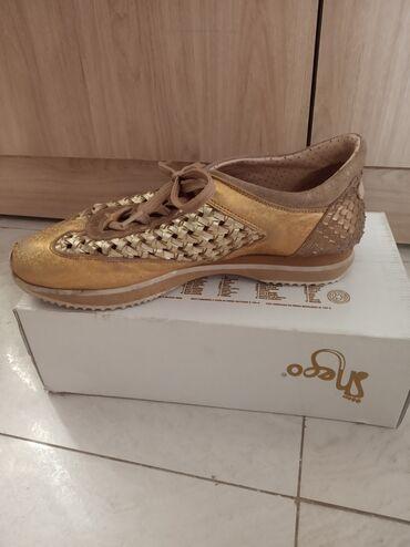 спортивне обувь в Кыргызстан: Очень качественная и удобная обувь одевала пару раз состояние