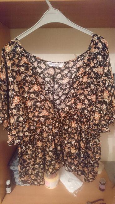 Рубашки и блузы в Кыргызстан: Блузка с баской, очень красиваяБрали дорогоТкань штапель, приятная к