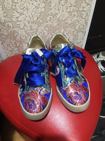 размера л в Кыргызстан: Б/У, очень модные. Покупала дорого, носила только пару раз. Размер 36