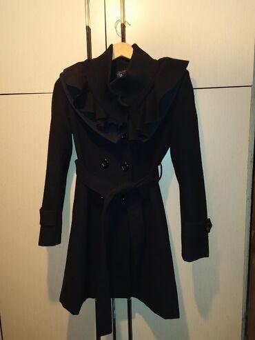 Ženski kaputi - Srbija: Prelep crni kaputic u S velicini!Veoma moderan,oko vrata ima