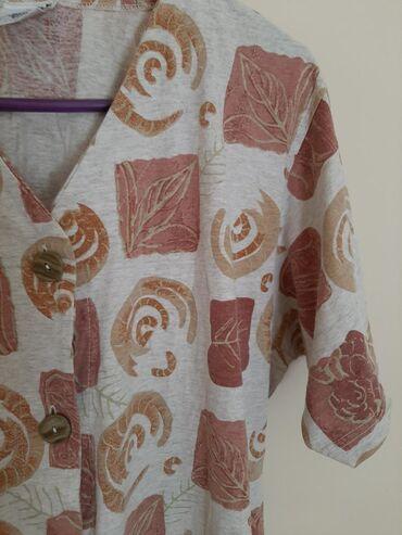 C & A bluza Vkntage. Veličina M. Na raskopcavanje, kratki rukav