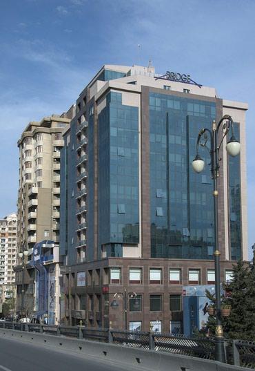 Bakı şəhərində Nizamide yerlesen iri plazanin  muhafizesine boyu 1.70den