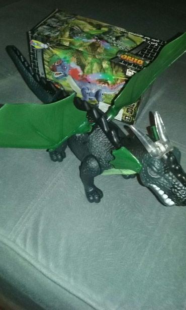 Dinosaurus sa slike . novo. - Nis