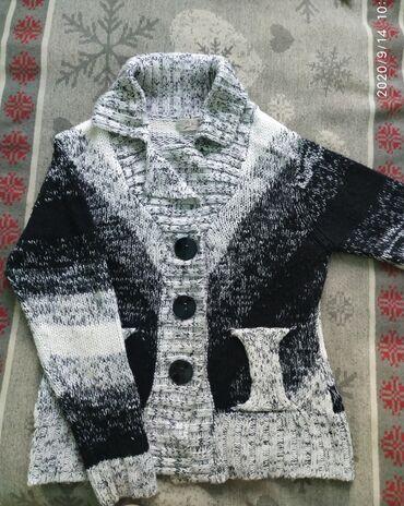 Беретка вязанная - Кыргызстан: Теплая вязаная кофта в хорошем состоянии. р. 46-48