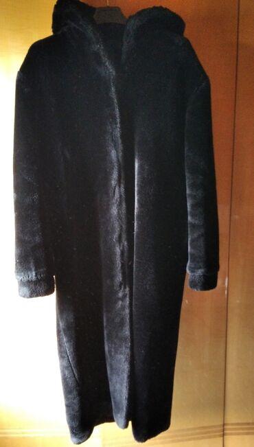 Bunda od veštačkog krzna Crne boje Veličina L XL Dužine 127 cm Poluobi