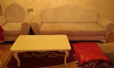 3 ilin divan kreslo dəsti satilir(2 kreslo 1 divan)Möhkəmdir,oturacaq