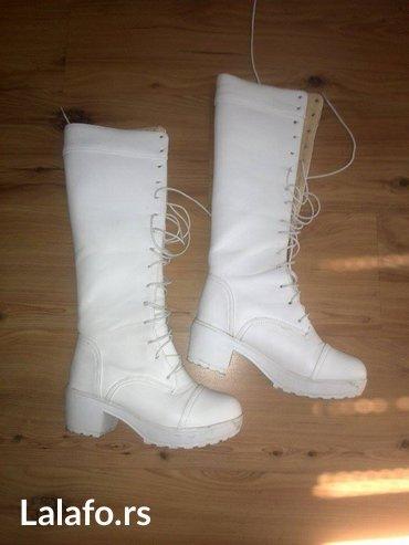 Nove,bele cizme,mekane,postavljene unutra,broj 38,sistem vezivanja