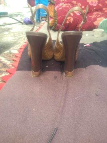 Босоножки каблук 10см со скрытой платформой размер 33-34 надо мерить н