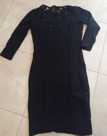 GUESS by Marciano haljina S. Ocuvana, u pitanju je vuna i kasmir. Lepo