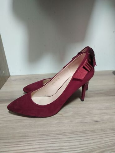 Личные вещи - Чаек: Продаю туфли совсем новые одевала лишь раз!