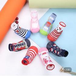 детские шапки tutu в Кыргызстан: Крутые носки-пинетки с подошвой Размер от 8 до 24 мес примерно Цена 3
