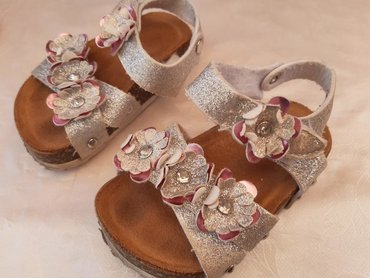 Dečija odeća i obuća - Nis: Sandalice broj 19, sa plutom like Grubin. Lagane i divne. Nosene ali