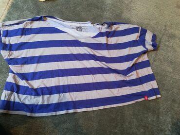 Majice na veliko - Srbija: Majica je siroka, na jedno rame ide spusteno, m velicina, nosena je