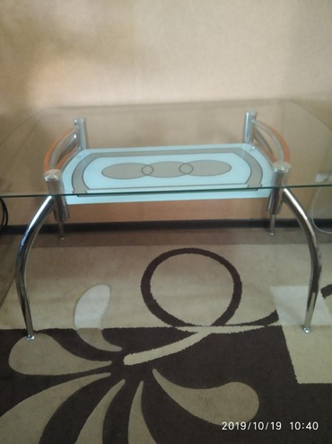 стол стеклянный в Кыргызстан: Продаю стеклянный стол в хорошем состоянии 5000с