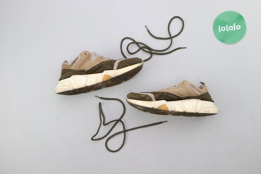 Личные вещи - Украина: Жіночі кросівки р. 38    Висота підошви: 4 см  Стан гарний, є сліди но