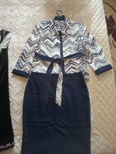 платья из велюра в Кыргызстан: Продаю костюм и национальное платье в отличном состоянии.размер