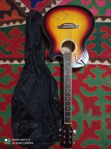Музыкальные инструменты - Нарын: Продаю гитару 3500 комплекте копадапстер чехол Нарын