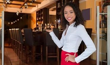 Bakı şəhərində Ailevi restorana Hostess teleb olunur, 2 növbeli qrafikdi 09:00
