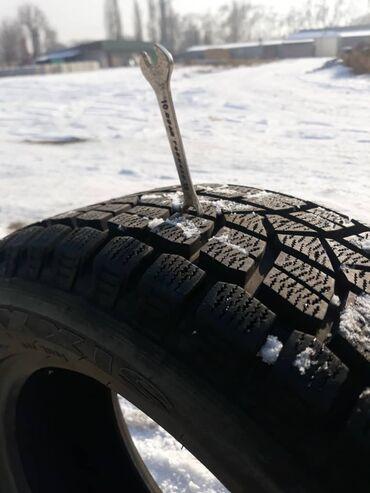 шины r18 в Кыргызстан: Продаю комплект зимних шин MAXXIS 235/55 R18 в эксплуатации 1 сезон, б