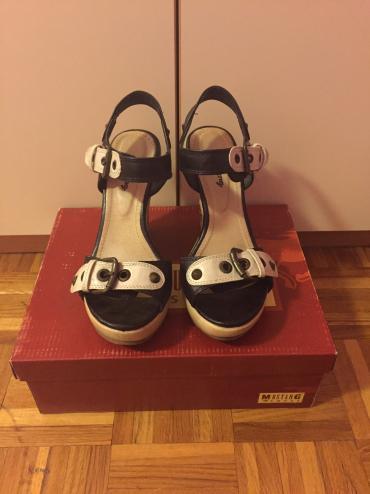 Kozne flekica samo - Srbija: Kozne sandale obuvene par puta samo. Br 36