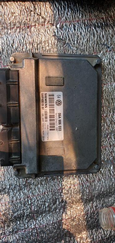 Электронный блок управления двигателем ЭБУ (мозги) на vw golf 4 1.6л
