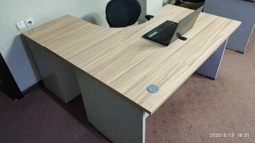 Продаются офисные столы с тумбами по 4 шт. Состояние как новые