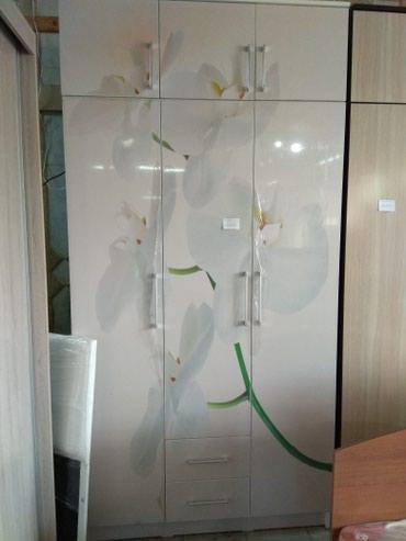 Новый 3- х створчатый шифонер, корпус ламинат,двери акрил,на дверях