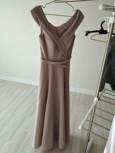 Красивое вечерное платье. Размер s. Торг уместно. Одевала один раз. В