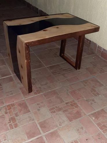 Stočić od drveta u kombinaciji sa epoxy smolom. Visina 43cm Dužina - Belgrade