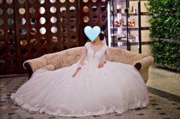 Женская одежда - Маловодное: Сдам свадебное платье. Цвет:белый с длинным шлейфом, очень красивая