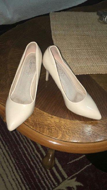 Ženska obuća | Priboj: NOVO Zenske lakovane cipele 37 vel 23.5 cm. Stikla 5 cm Obuvene