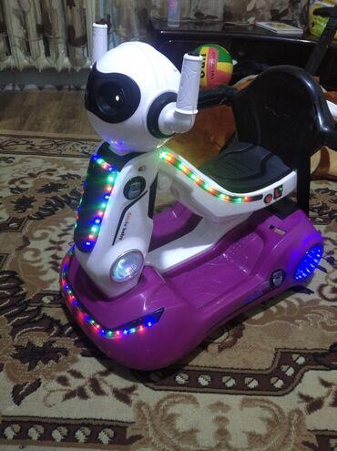 Детские электрокары - Кыргызстан: Продаю детский матоцикл почти новый на пульту на акомуляторе очень