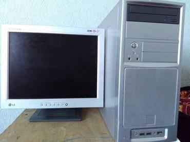 Продаётся монитор есть еще клавиатура и системный блок в Шопоков
