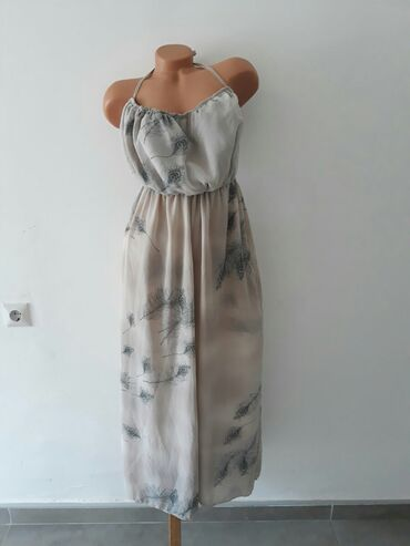 Duga haljina kao nova.Velicina M