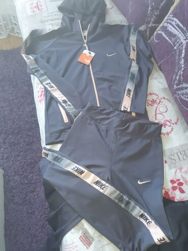Nova trenerka Nike S,donji deo kao helanke,prelepo stoje