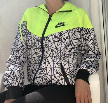Nike suskavac, kupljen u inostranstvu, nosen dva puta, bez ikakvih