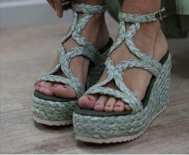 Prodajem ženske sandale. Uzivo su još lepše. Na slici zbog lošeg osvet