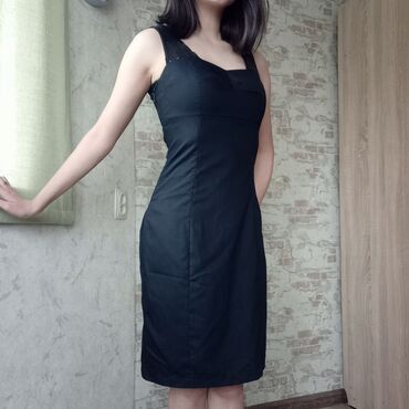 Чёрное красивое платье, хорошо сидит S-m