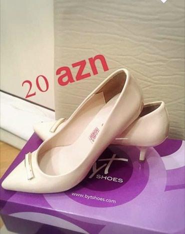Bakı şəhərində Byt shoes magazasinin rahat stilettosu. Arow firmasidi, temiz